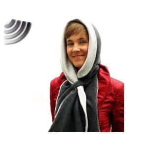 Référence AN26  Capuche écharpe pour protéger le cou et la tête face aux rayonnements. La capuche bloque jusqu'à 99% des hautes fréquences, jusqu'à 5 GHz. La capuche est fabriquée dans un tissu écran de qualité Köper, composé du mélange d'un filament métallique et de modal très doux. C'est une protection d'appoint face aux rayonnements d'antennes relais, Wifi, téléphonie mobile, etc. Fabriquée en France, elle a aussi été brevetée et testée pour répondre à la norme IEEE 299-1997 et ASTM D 4935-89. De taille unique, couleur gris/blanc.