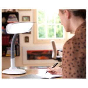 Luminothérapie au bureau avec la lampe DESKLAMP